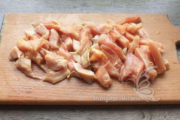 Мясо нарезать ломтиками
