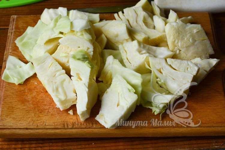 Нарежьте капусту кусками