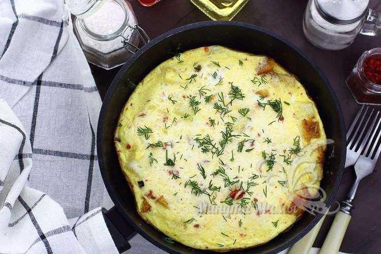 Фото-рецепт приготовления омлета с хлебом на сковороде