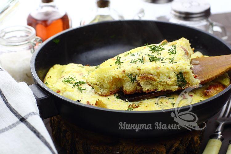 Как приготовить омлет с хлебом на сковороде – рецепт с фото пошагово