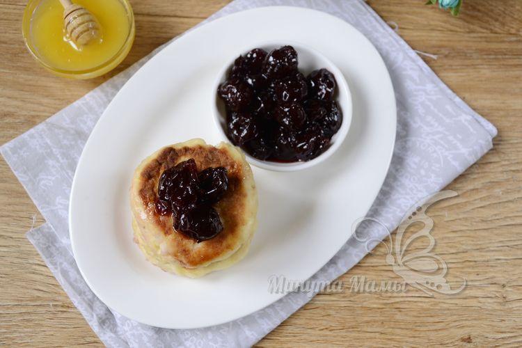 Рецепт с фото сырников с яблоком и творогом на сковороде