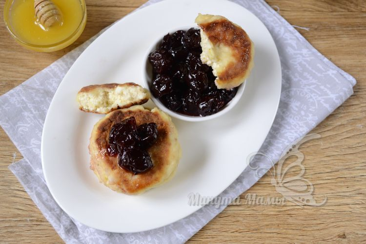 Сырники с яблоком и творогом на сковороде - рецепт с фото пошагово