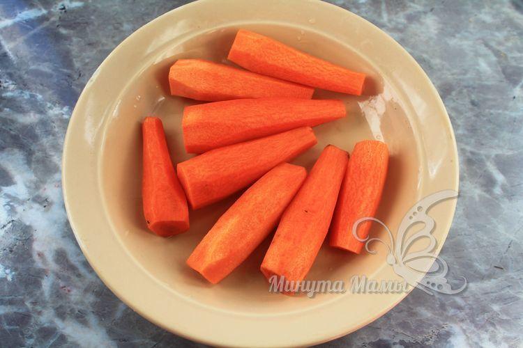 Морковь почистить от кожуры