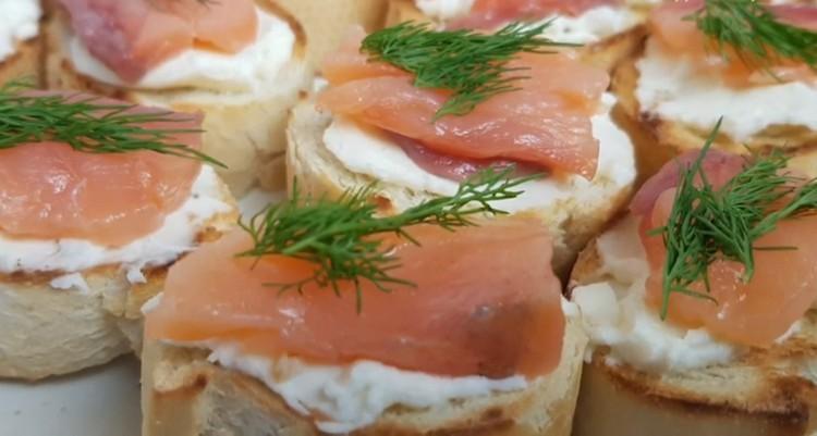 бутерброды с рыбой и творожным сыром