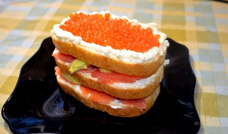 бутерброды с красной рыбой и икрой