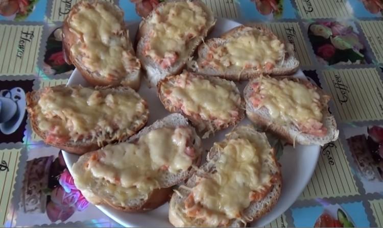 бутерброды с соленой горбушей