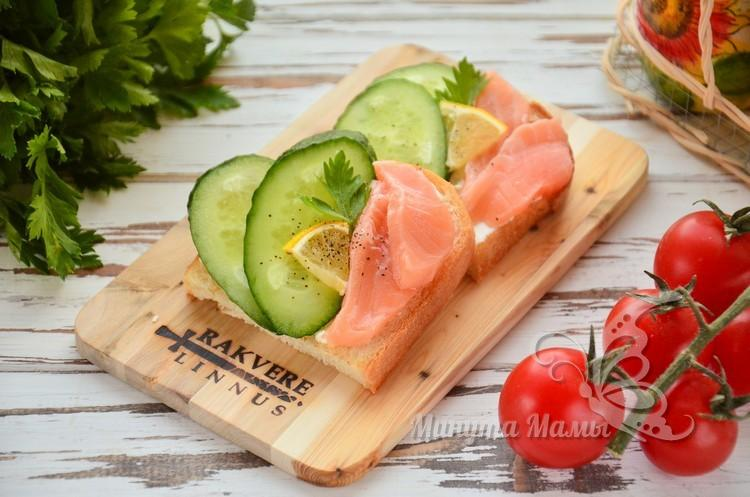 Бутерброды с рыбой и икрой - 56 пошаговых рецептов с фото