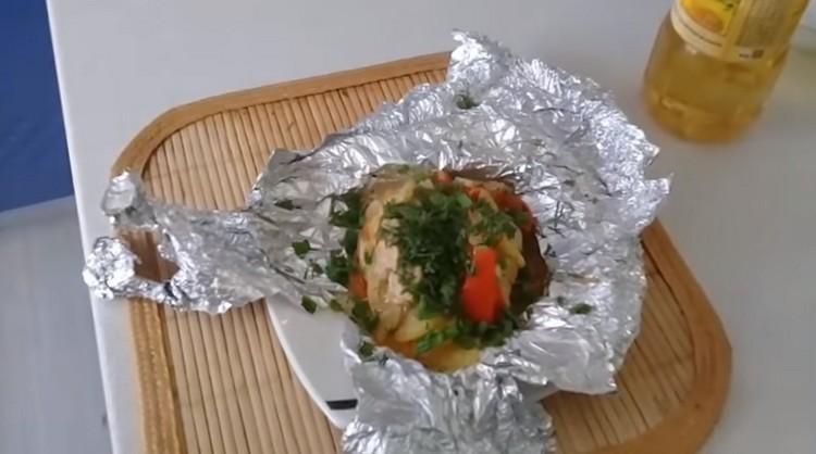 Курица в фольге с овощами