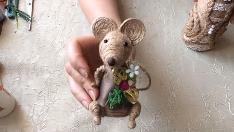 Мышка из джута