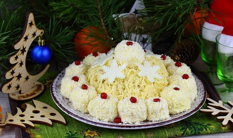 Салат «Шапка снегурочки»