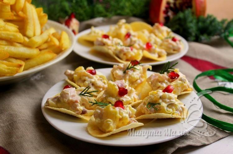 салат в чипсах