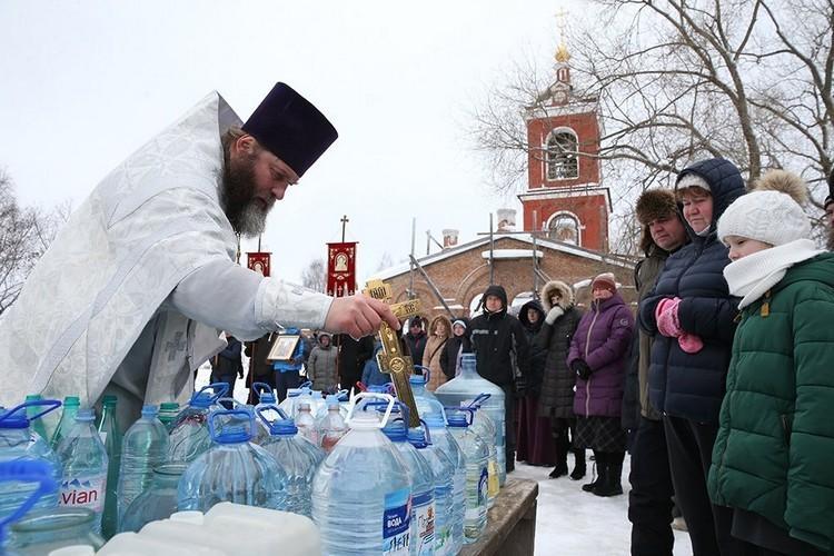Когда освящают воду