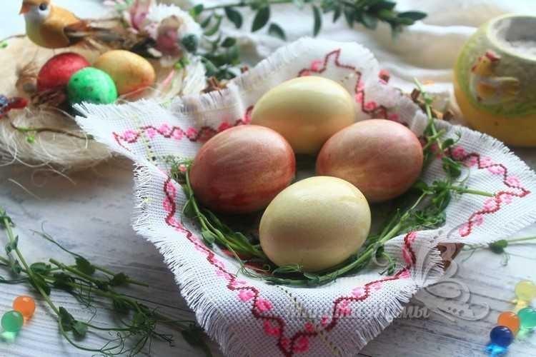 Покраска яиц свеклой