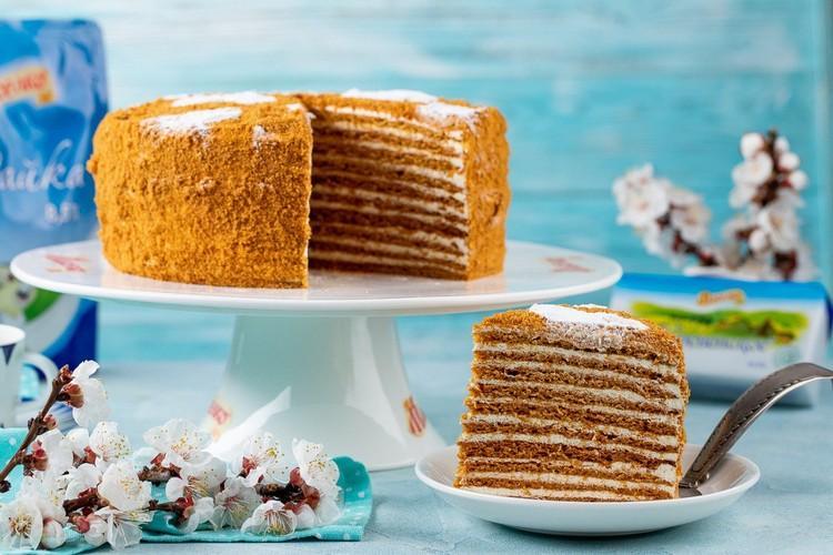 Торт Медовик со сгущенкой и маслом