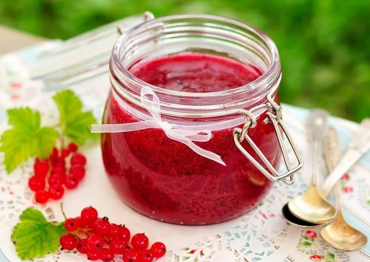Красная протертая смородина с сахаром на зиму