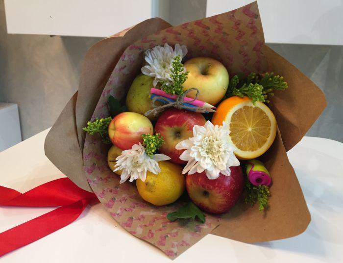 оригинальный фруктовый букет на 1 сентября учителю