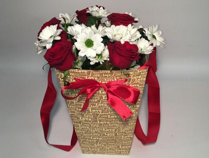 подарок учителю цветы в пакете
