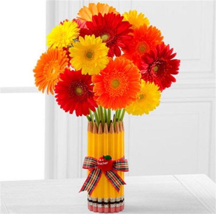 цветы в вазе из карандашей