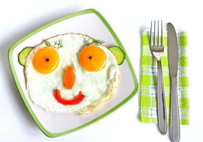 смешная яичница для детского завтрака