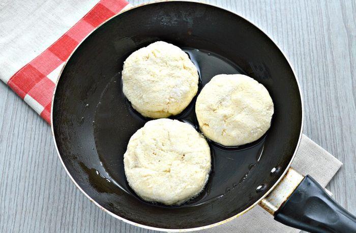 как приготовить простые сырники