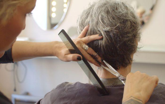 влияние парикмахера на здоровье клиента
