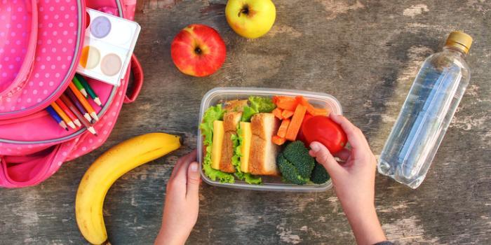 фрукты и бутерброды на обед