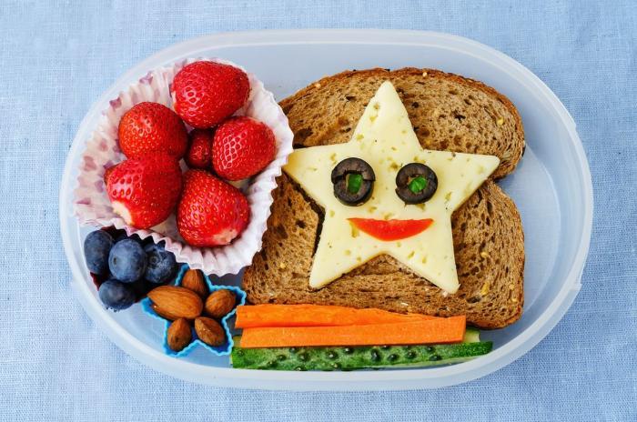 красивый и вкусный бутерброд для ребенка