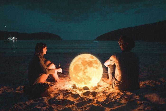 романтика на фоне луны