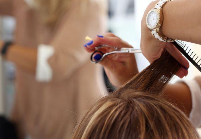 стричь волосы в черверг